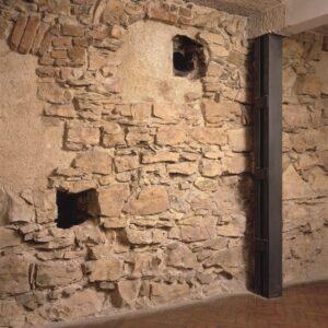 Zeď Anežského kláštera z doby jeho vzniku