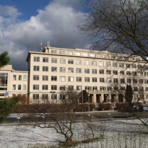 Přestavba vědeckých pracovišť na administrativní objekty, Praha 4
