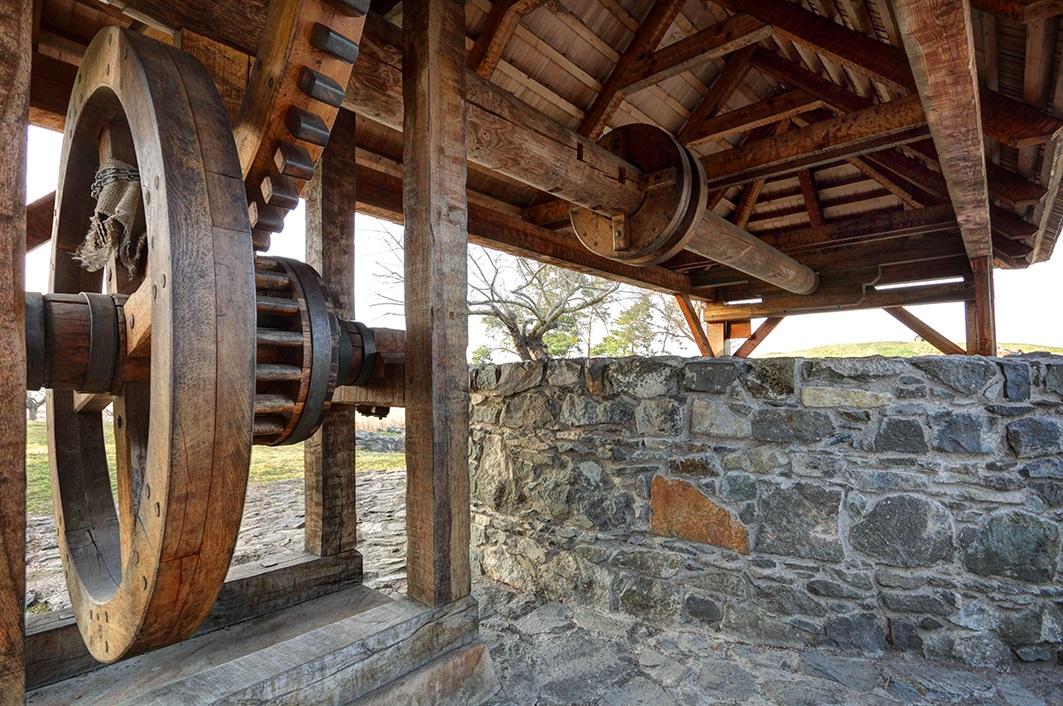 Rumpálová studna, areál hradu Kunětická Hora
