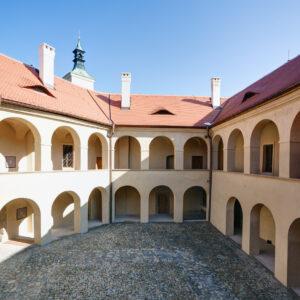 Roztoky u Prahy, celková rekonstrukce zámku
