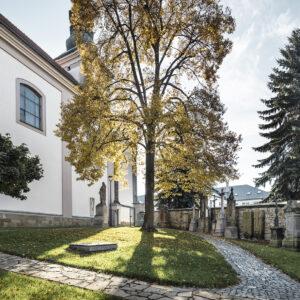Park u kostela Nanebevzetí Panny Marie