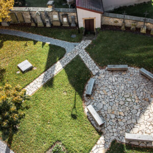 Park u kostela Nanebevzetí Panny Marie v Ústí nad Orlicí